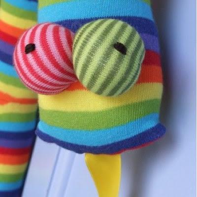 Diy hacer mu ecos con calcetines paperblog - Hacer munecos con calcetines ...