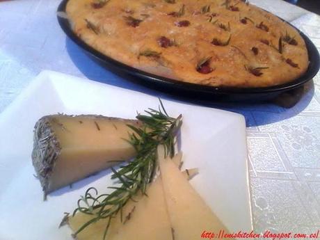 Focaccia con chorizo y queso de oveja - Focaccia cu carnati si cascaval de oaie