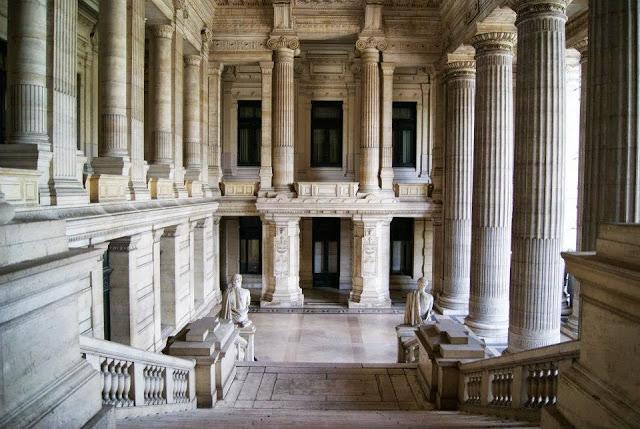 Parte alta notre dame palacio de justicia y palacio real for Min interior y justicia