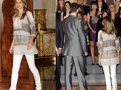 Dña. Letizia sigue tendencias moda: blusón, pantalón pitillo bailarinas. look Princesa
