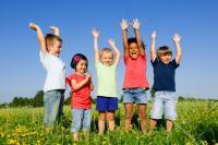 Estar al aire libre reduce el riesgo de miopía en los niños