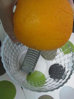Magdalenas caseras de nata al aroma de naranja (con copete!!!!)