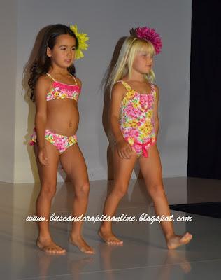 Image gallery nina bano for Ganchos para trajes de bano