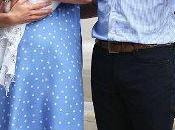 Duquesa Cambridge sale hospital vestido lunares Jenny Packham