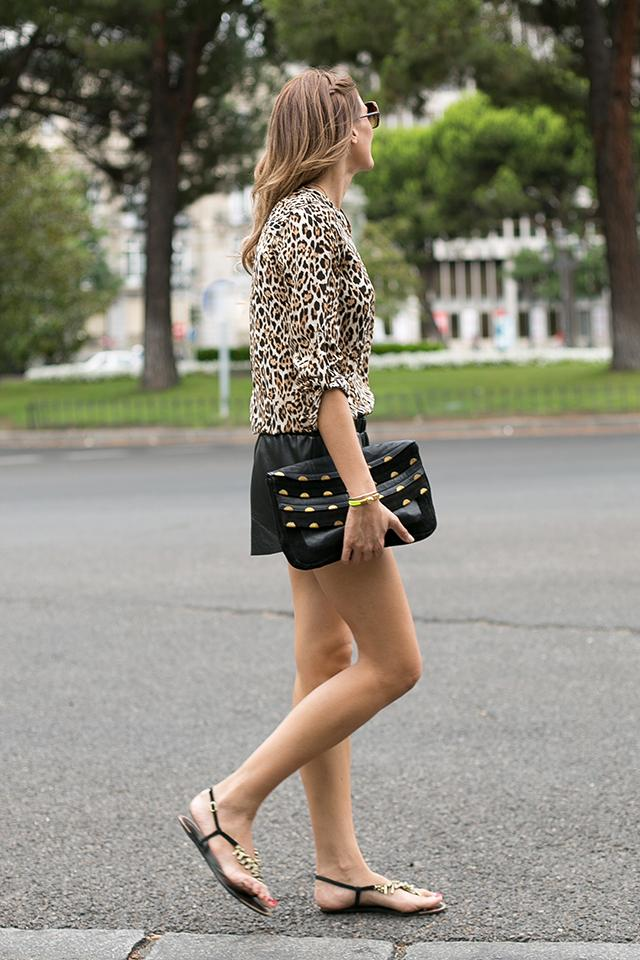 OUTFITS, animal print, tendencias prefall 2013, camisa leopardo, zara sales, rebajas zara, leather shorts, mentirosas, asos clutch, elena estaun, fluor