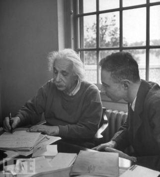 EL INEDITO DOCUMENTO DE EINSTEIN Y OPPENHEIMER DEL AÑO 1947 SOBRE EXTRATERRESTRES.