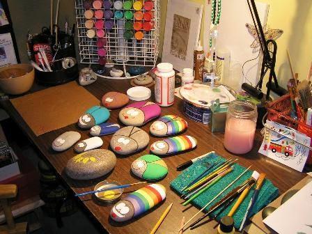 Piedras pintadas a mano para el jard n paperblog for Decoracion de jardines con piedras de colores