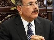 Danilo solicita dueños terrenos permitir edificación escuelas.