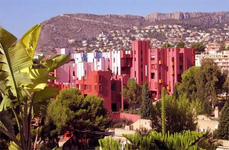 La Muralla Roja de Bofill cumple 40 años