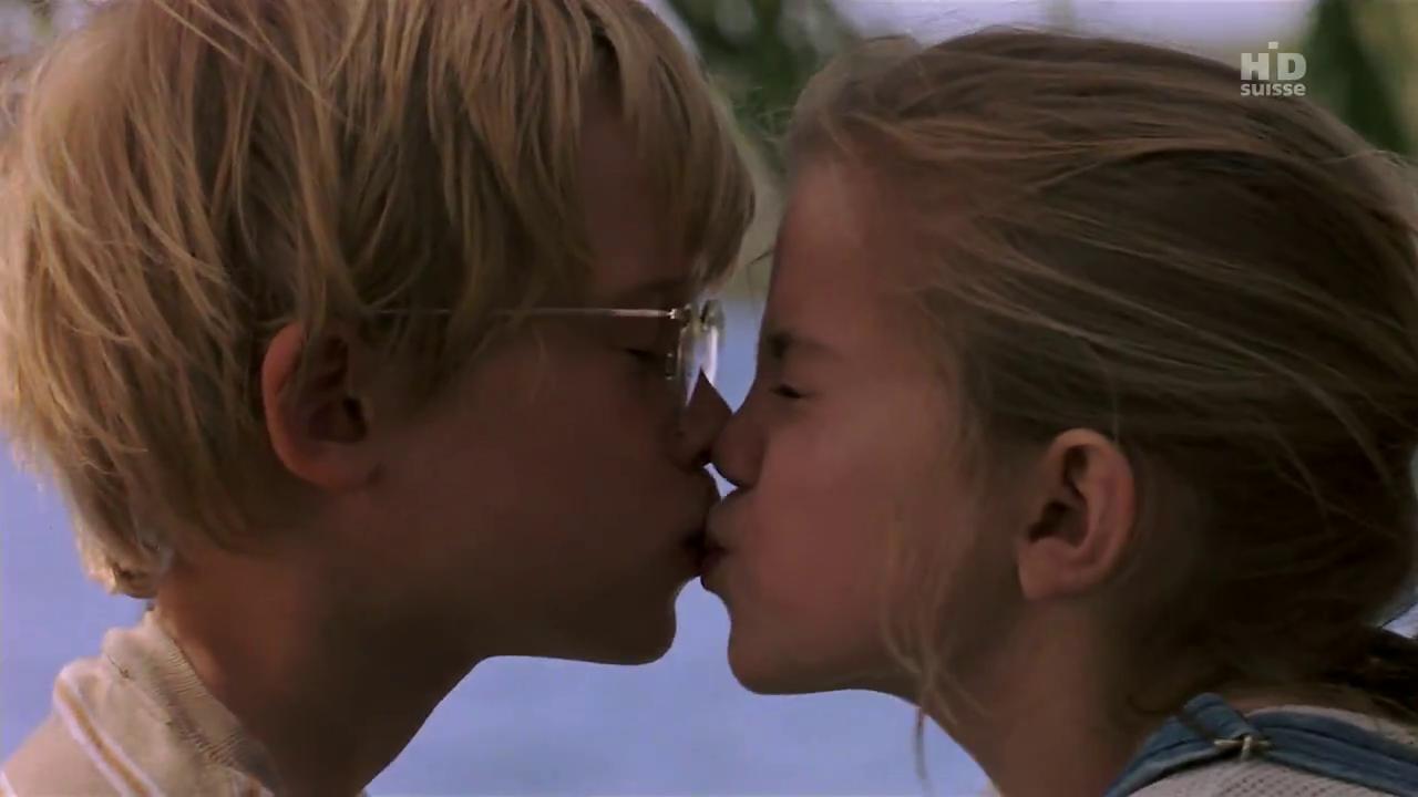 Как сделать чтобы тебя поцеловала девочка