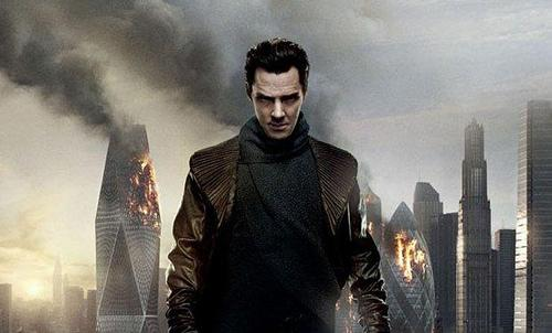 Benedict_Cumberbatch_blows_up_the_Gherkin_in_new_Star_Trek_Into_Darkness_poster