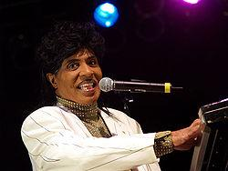 Little Richard se retira.