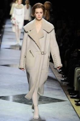 Abrigo Forrado De Pieles likewise Fausto Puglisi Shirt Woman Beige moreover 1 together with Fur Scarves moreover Tendencias Otono Invierno 2013 2014 2071272. on oscar piel coats