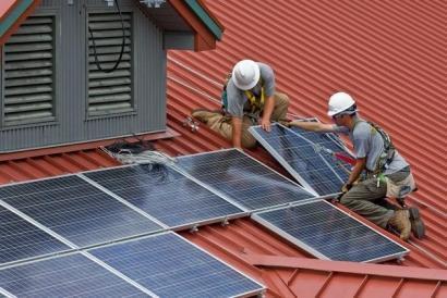 Cuaderno de Bitácora de la Crisis: Industria tampoco quiere que los autoconsumidores almacenen la energía que generen