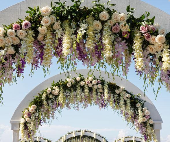 Es Tendencia Arcadas De Ceremonia Con Flores Colgantes