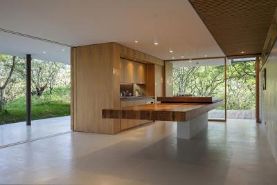 Casa de bosque vanguardista paperblog for Casa minimalista bosque