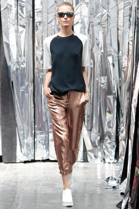 The Chloé golden lamé pants from Spring/Summer 2009 renewed in NYFW Spring/Summer 2014