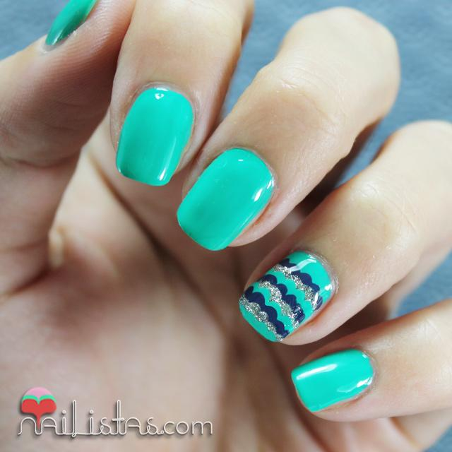 Unas decoradas con verde, azul y plata All Intense Core Beauty