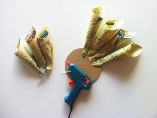 Adorna con flores dalia de papel paperblog - Hacer conos papel ...