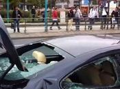 destrozado golpes delante salón automóvil frankfurt. vídeo