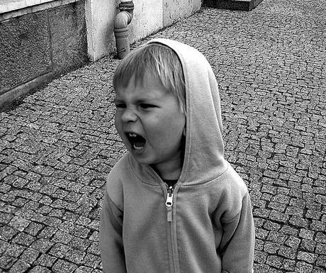 Disciplinando a un niño desafiante en edad preescolar