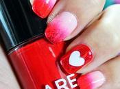 Uñas decoradas corazones Manicura Valentín