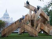 ¡Una escalera, obra escultórica comtemporánea!