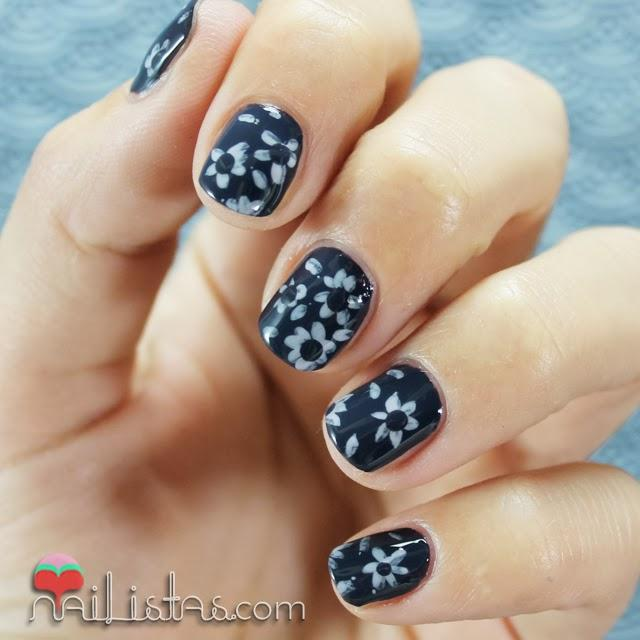 Uñas decoradas con flores, nail art para uñas cortas