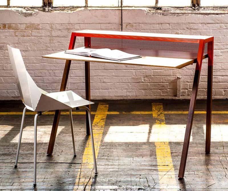 ideal para pequeos espacios este original escritorio en blanco o rojo fabricado en madera de nogal es capaz de afrecer sin robar demasiado