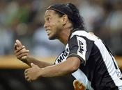 Ronaldinho, lesionado, podría perderse Mundial Clubes