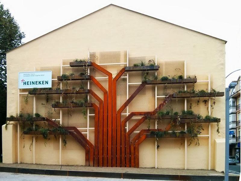 Jard n vertical con forma de rbol en vitoria gasteiz for Estructuras para jardin