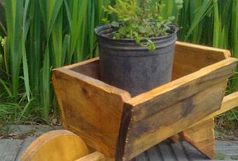 Pros y contras de las jardineras y los maceteros de madera for Jardineras con palets de madera