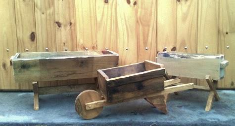 Carretillas y jardineras de madera paperblog - Como hacer una jardinera de madera ...