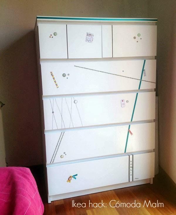 Ikea hack c moda malm repintada y decorada con un toque for Comoda con espejo ikea