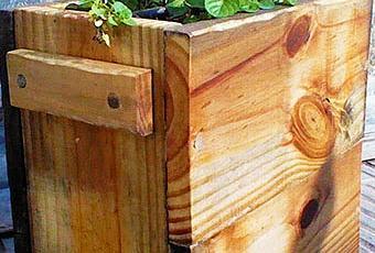 Jardineras y maceteros de madera para el exterior paperblog - Jardineras con palets de madera ...