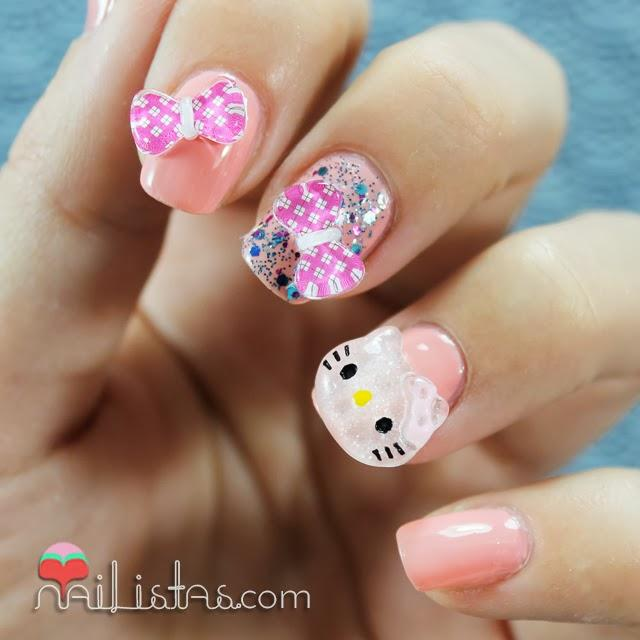 Uñas decoradas con Hello Kitty en 3D