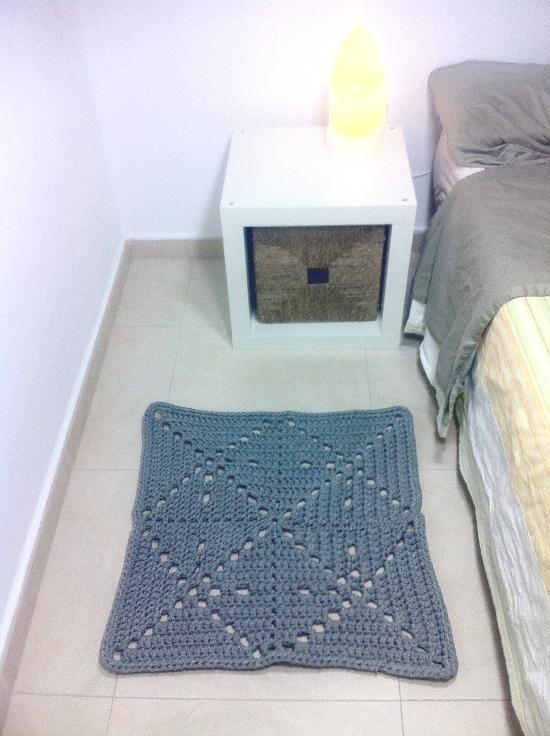Prepara una alfombra cuadrada paperblog - Tutorial alfombra trapillo ...