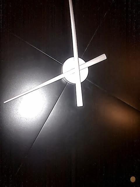 Ikea hack reloj gigante con mesas lack paperblog - Mecanismo reloj pared ikea ...