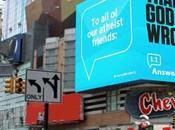 Ateos equivocados 'gracias Dios', según gran pantalla Times Square