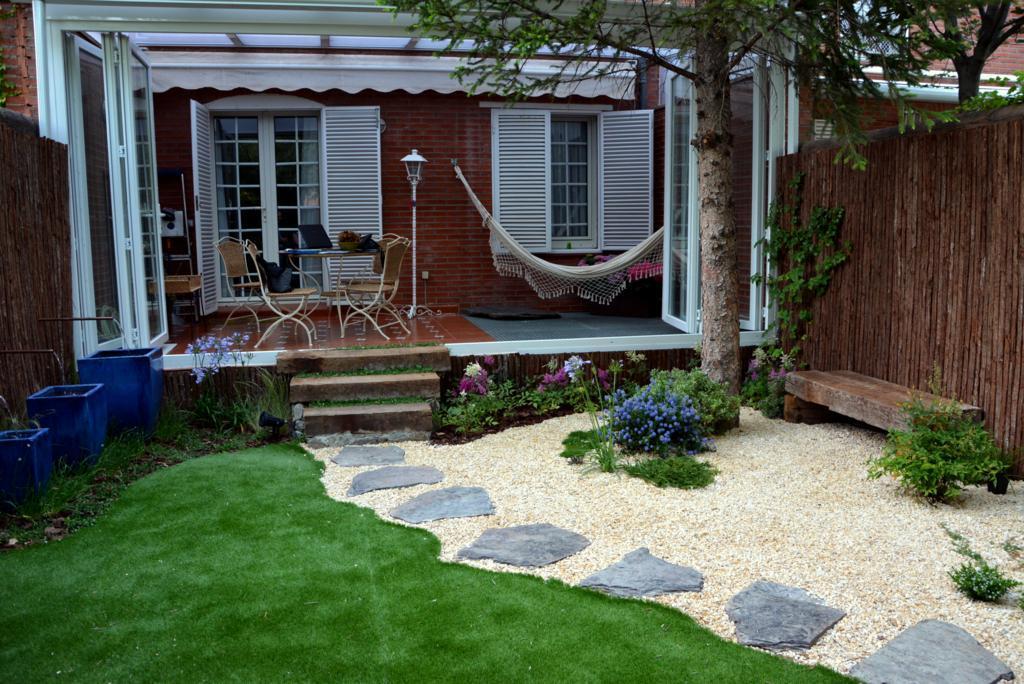 El antes y despu s de un peque o jard n paperblog for Deco jardin pequeno