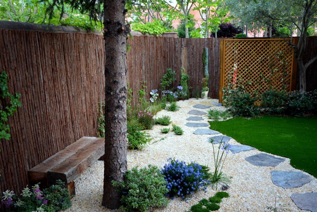 El antes y despu s de un peque o jard n paperblog for Como disenar un jardin pequeno