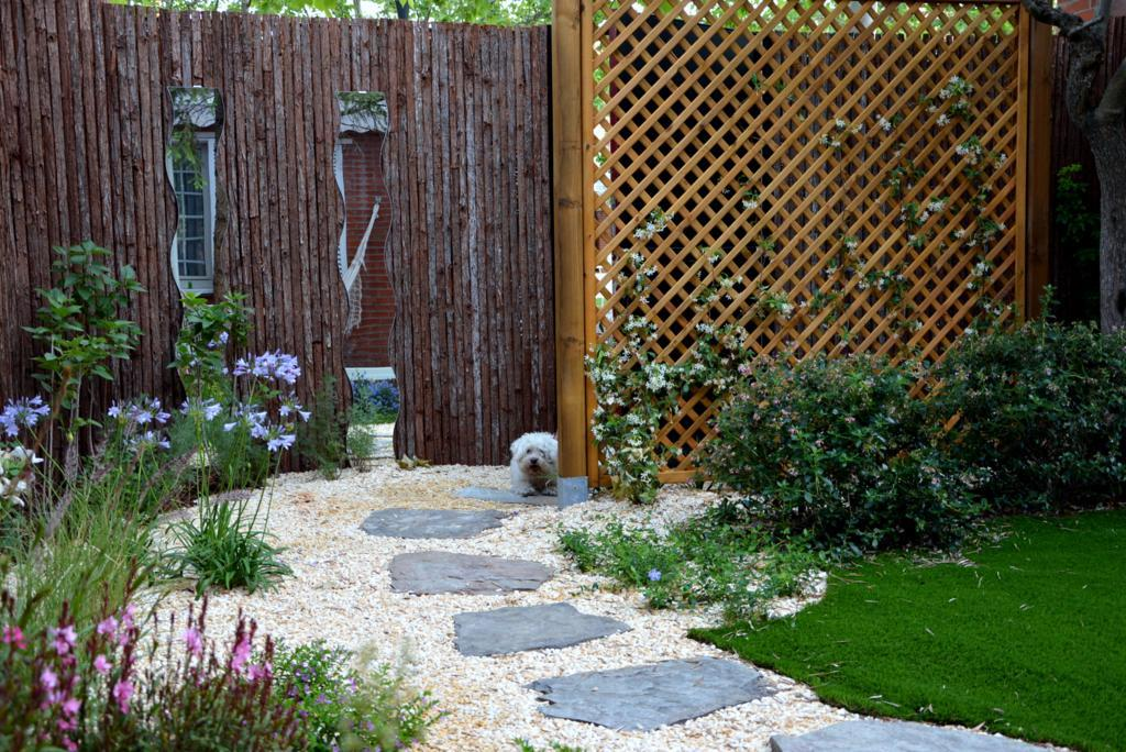 El antes y despu s de un peque o jard n paperblog for Amaru en la puerta de un jardin