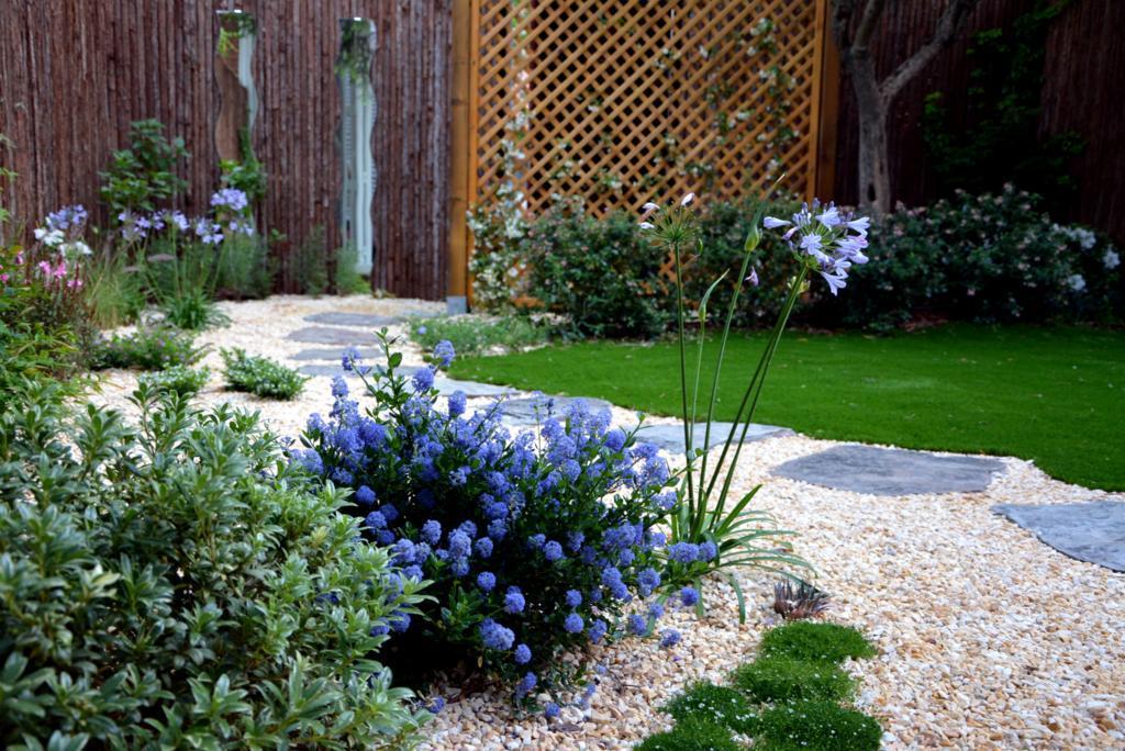 El antes y despu s de un peque o jard n paperblog - Como arreglar un jardin pequeno ...