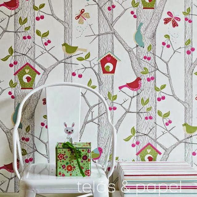 papel pintado de arboles para un dormitorio infantil