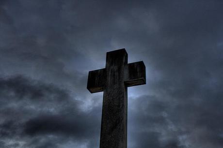 Cruz en cementerio