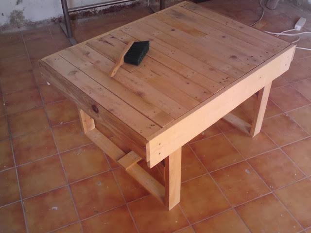 Diy mesa de centro hecha con palets paperblog for Mesa de centro de palet