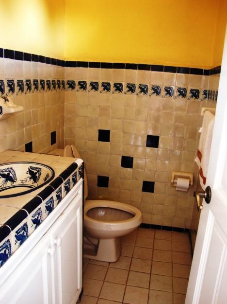 Decoraci n de ba os estilo mexicano paperblog for Azulejos para banos estilo rustico
