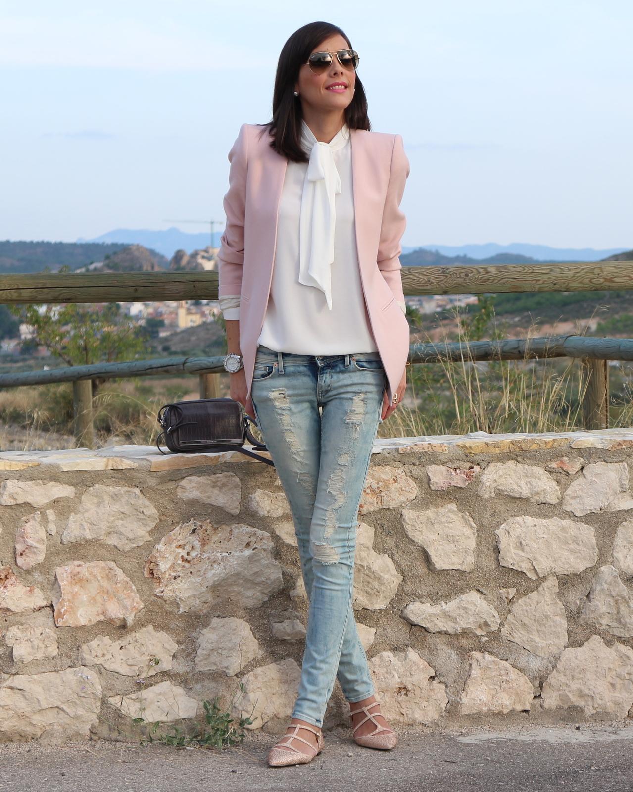 Ripped jeans pink blazer paperblog for Combinacion de color rosa