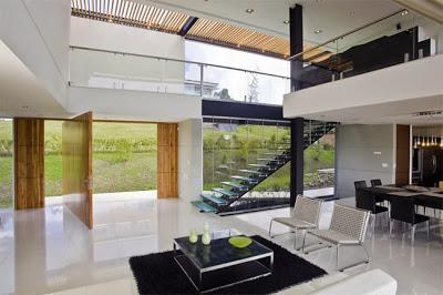 Elegante y moderna casa en medellin paperblog for Casas estilo minimalista interiores