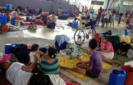 La ayuda evangélica mundial también inunda Filipinas